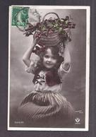 CPA Enfant Jolie Fillette élégante Habillée Et Coiffée Portant Un Panier De Cerise Sur La Tête - Pretty Girl Photo - Ritratti