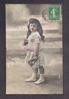CPA Enfant Jolie Fillette élégante En Robe De Dentelle Coiffée Avec Des Anglaises - Pretty Girl Photo - Portraits