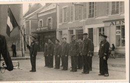 Carte Photo 15 X 9 Cms.  Cérémonie Militaire Dans L'Indre Devant La Patisserie Berrichonne. - Guerre, Militaire