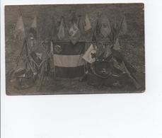 CPA - Carte Photo Militaire Les Drapeaux  -  A VOIR - Sonstige