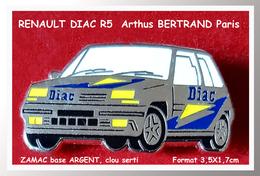 SUPER PIN'S Arthus BERTRAND-RENAULT : R5 RENAULT DIAC En ZAMAC ARGENT Signé Arthus BERTRAND Paris 3,5X1,7cm - Renault