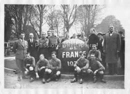 PHOTO  EQUIPE DE FOOTBALL Du CLUB FRANCAIS (basé à PARIS) VAINQUEUR DE LA COUPE DE FRANCE 1931 (contre MONTPELLIER) - Calcio