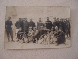 CPA Photo Militaria 14-18 Poilus En Tenue De Campagne Mitrailleuses - Guerre 1914-18
