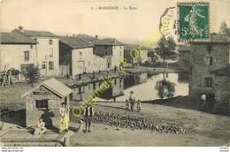 MARGERIE .  La Mare .  CPA Animée . - Other Municipalities