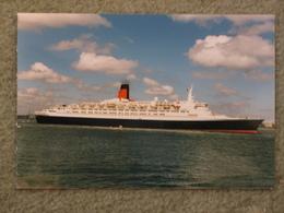 CUNARD LINE QUEEN ELIZABETH 2 (QE2) LEAVING SOUTHAMPTON 1997 - PHOTO - Steamers