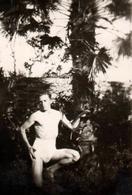 Photo Originale Gay & Playboy, Sexy Man Au Pied D'un Palmier Vers 1940 - Slip Montant & Moulant ! Torse Nu. - Personnes Anonymes
