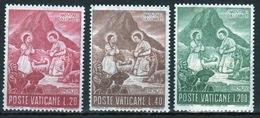 Vatican 1965 Complete Set Of Stamps Celebrating Christmas. - Vatican