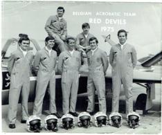 Foto/ Photo Dédicassée Au Dos. Aviation. Belgian Acrobatic Team. Red Devils. 1975. - Aviation