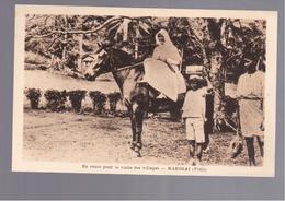 FIDJI   MAKOGAI En Route Pour La Visite Des Villages  OLD POSTCARD - Fidschi
