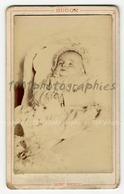 Post-mortem D'un Enfant. CDV Hugon Photographie - Photographs