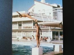 Vacances FRANCE ITALIE ÉGYPTE MÉLI-MÉLO DE 100 PHOTOS COULEURS MAJORITAIREMENT RECTANGULAIRES À BORDS BLANCS 1960 1970 - Personnes Anonymes