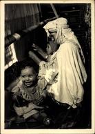 Cp Le Maroc Artistique, Tisseuse De Tapis, Teppichweberin Am Webstuhl, Frau Mit Kindern - Professions