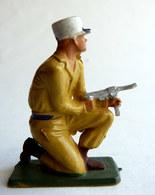 SOLDAT FIGURINE FIG STARLUX 1958 SOLDAT LEGIONNAIRE 5094 MITRAILLETTE à Genoux Socle Vert Kaki - Starlux