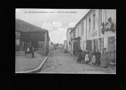 C.P.A. DE LA RUE DES HALLES A LA MOTHE.ACHARD 85. - La Mothe Achard