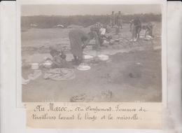 AU MAROC AU CAMPEMENT FEMMES TIRAILLEURS LAVANT LE LINGE ET LA VAISSELLE 18*13CM Maurice-Louis BRANGER PARÍS (1874-1950) - Africa