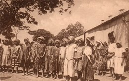 CONGO BELGE-LES SOEURS DE LA CHARITE A ELISABETHVILLE- NON VIAGGIATA - Congo Belga - Altri