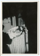 Enfant Bebe Baby Dort Dormant Sleeping Berceau Ombre Shadow Clair Obscur Snapshot Etran Hidden Mother Dark Composition - Persone Anonimi