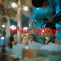 Reproduction D'une Photographie Ancienne D'une Vue De La Loge Des Danseuses Aux Folies Bergères En 1975 - Reproductions