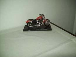 """Harley Davidson (2002  XL  883R Sportster)  """"Maisto""""  Scala 1/18 - Moto"""