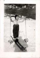Snapshot Enfant Faisant Du Ski Mode Tenue Hiver Neige Février 1943 Photo - Persone Anonimi