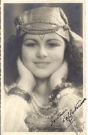 """SOUVENIR D'AFFECTUEUSE AMITIE   LILY 9/2/46   Carte Photo  JEUNE FILLE HABILLEE EN GITANE - Persone Anonimi"