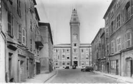 07 - PRIVAS : Place De L'Hotel De Ville( Société Générale Du Gaz ) CPSM Dentelée Noir Blanc Format CPA 1956 - Ardèche - Privas