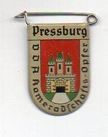 Y2211/ VDA Abzeichen Wappen Pressburg Slowakei - Militaria