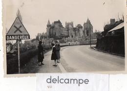 Photo Ancienne  -  Chateau De VITRE -  Panneaux De Signalisation Et Publicitaires - Places