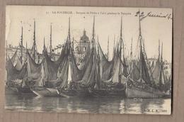 CPA 17 - LA ROCHELLE - Barques De Pêche à L'abri Pendant La Tempête - TB PLAN Bâteaux + Jolie Oblitération Verso - La Rochelle