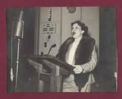 200719 - PHOTO 1938 Dédicacée THEODORE MATHIEU Chef D'orchestre à JOHN COYLE LOTTE SHOEN Cantatrice Soprano Artiste - Dédicacées