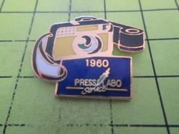 411g Pin's Pins / Beau Et Rare : THEME : PHOTOGRAPHIE / APPAREIL PHOTO 1960 PRESS LABO SERVICE - Photographie