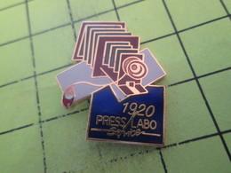 513c Pin's Pins / Beau Et Rare : THEME : PHOTOGRAPHIE / APPAREIL PHOTO 1920   PRESS LABO SERVICE - Photographie