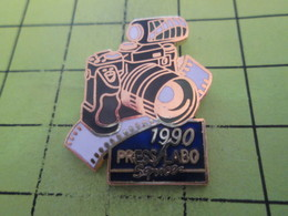 1118a Pin's Pins / Beau Et Rare : THEME : PHOTOGRAPHIE / APPAREIL PHOTO REFLEX 1990   PRESS LABO SERVICE - Photographie