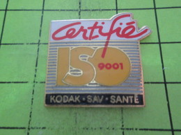 313c Pin's Pins / Beau Et Rare : THEME : PHOTOGRAPHIE / KODAK SAV SANTE CERTIFIE ISO 9001 - Photographie