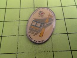 413g Pin's Pins / Beau Et Rare : THEME : TRANSPORTS / SNCF PARIS ST LAZARE LA SECURITE C'EST L'AFFAIRE DE TOUS - Transport