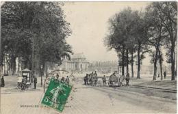 D78 - VERSAILLES - AVENUE DE SCEAUX - Citerne à Eau - Kiosque - Plusieurs Personnes - Versailles