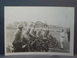 Orly Le 31 Mars 1968 Motoball équipe De Versailles - Lieux