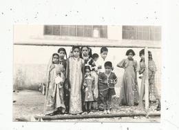 Photographie ,  Enfants , En Route Pour Nouméa ,via SIGAPOUR ,1976 , 2 Scans - Anonyme Personen