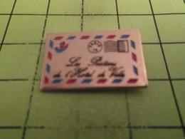 512f Pin's Pins / Beau Et Rare : THEME : POSTES / LA POSTE ENVELOPPE PAR AVION LES POSTIERS DE L'HOTEL DE VILLE - Postes