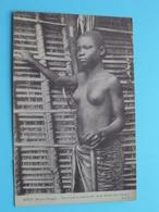 MPUTI ( MOYEN CONGO ) Une Houe En Mains Elle Va .. ( J.I.P ) Nude / Naakt / Naked Woman > Anno 19?? ( Voir / Zie Photo ) - Congo Français - Autres