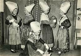 Dép 17 - Coiffes - Costumes - Saintes - Groupe Folklorique D'Aunis Et Saintonge - Semi Moderne Grand Format - état - Saintes