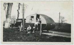 Automobile Et Caravane . Camping . Vacances . - Automobile