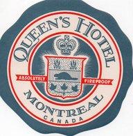 96Hs  Etiquette Autocollante Queen's Hotel Montreal Canada - Hotel Labels