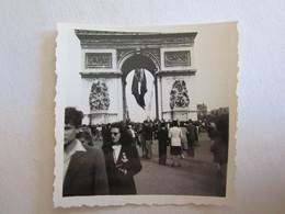 Photo Photos Photographie Femme Mode Paris 8 Mai 1945 Arc De Triomphe - Lieux