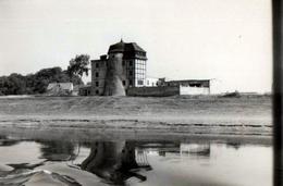Photo Originale Reflets Et Déformations Au Fil De L'eau - Le Château Difforme Vers 1940 - Lieux