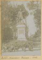 Alais . Alès . Enfants Devant Le Monument Pasteur . 1903 . - Lieux