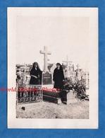 Photo Ancienne Snapshot - BRETAGNE ? Cimetiére à Situer - Portrait De Femme En Deuil - Famille MORIZON - 1936 - Lieux