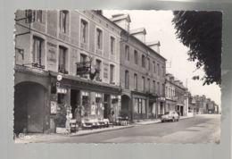 CP (76) Les Grandes-Ventes -  Hôtel Du Cerf - Place De La Mairie - Panhard DynaZ - Francia