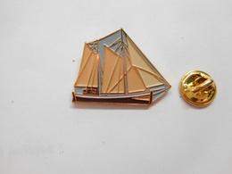 Beau Pin's En Relief , Marine Bateau Voilier - Barcos