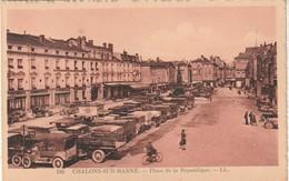 Rare Cpa Châlons Sur Marne Place De La République Avec Vieilles Voitures Et Vieux Camions - Châlons-sur-Marne